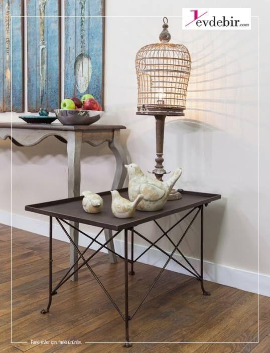 Kafes tasarımıyla tavanı, duvarları kısacası tüm odayı saran benzersiz aydınlatmanın tadını çıkarın. Bu abajur, eskitilmiş görünümüyle zamansız bir atmosfer yaratmak için ideal...