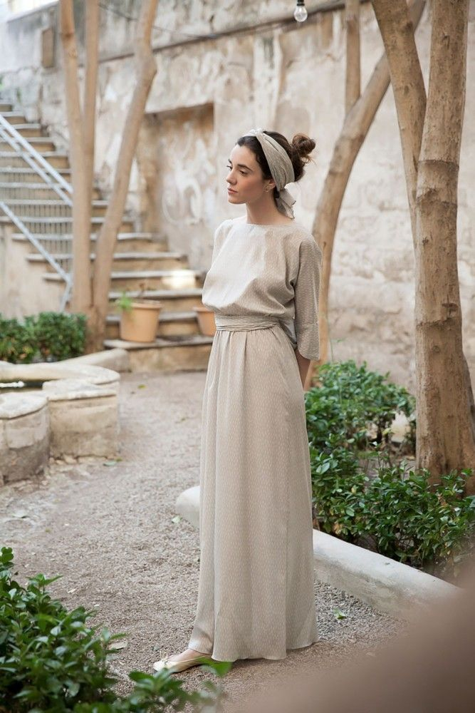 via Magnolia Antic / Fashion / Style / Outfit / Modest / Dress / Head scarf / Neutrals /