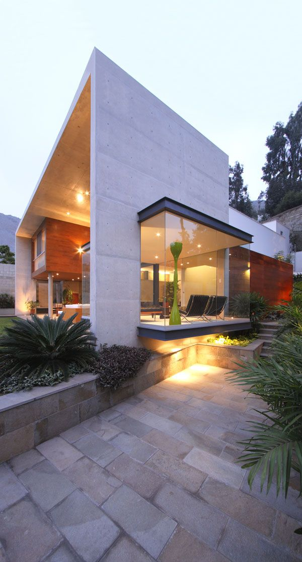 Exposed concrete and glass dwelling in Peru: S House