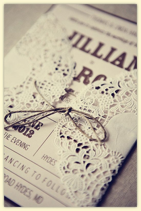 Love the lace envelope <3