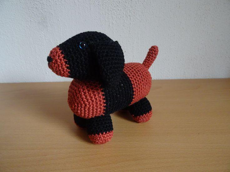 kleine puppy hondje gehaakt door Rosmarie Jansen