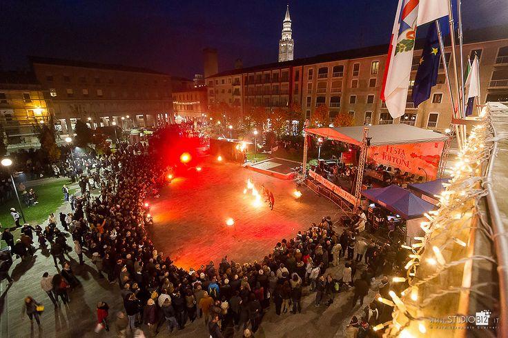"""Piazza Marconi durante lo spettacolo """"I cinque sensi""""!"""