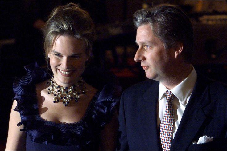 FIANÇAILLES PRINCIÈRES, LES PLUS BELLES PHOTOS Le prince Philippe de Belgique et Mathilde d'Udekem d'Acoz, le 13 novembre 1999