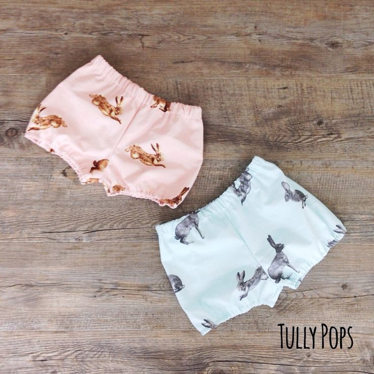 These funky little bloomers are a great addition to any little ones wardrobe. With elastic waist and ankles they are super comfy.**PLEASE LEAVE SIZE CHOICE IN COMMENTS AT CHECKOUT**Sizes choices0-3 months3-6 months6-12 months1 year2year3 yearPlease allow 3 weeks for your completed order Note, this is a drill cotton and is slightly thicker than regular cotton but is very hard wearing.