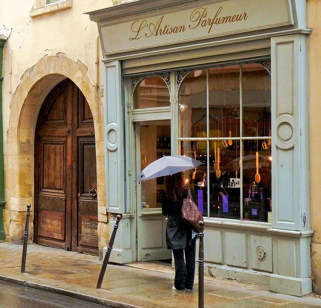 L'ARTISAN PARFUMEUR.- En el barrio parisien del Marais, en el 32 rue Bourg Tibourg. L'Artisan Parfumeur.