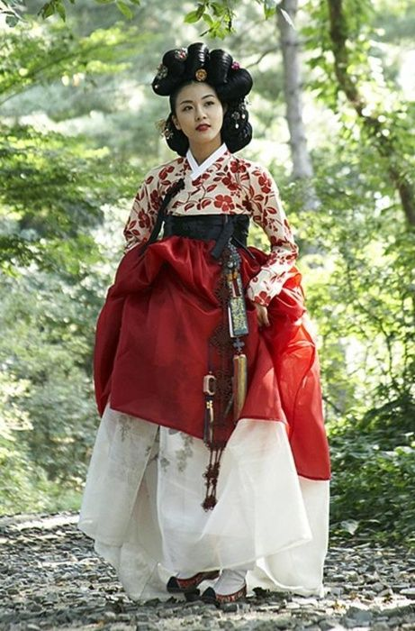 한복 hanbok, Korean traditional clothes. Crimson. Traditional hair.