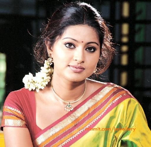 south-actress-sneha-simple-temple-jewellery