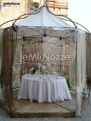 Tavolo della confettata sotto al gazebo  Idee per il Matrimonio  Pinterest