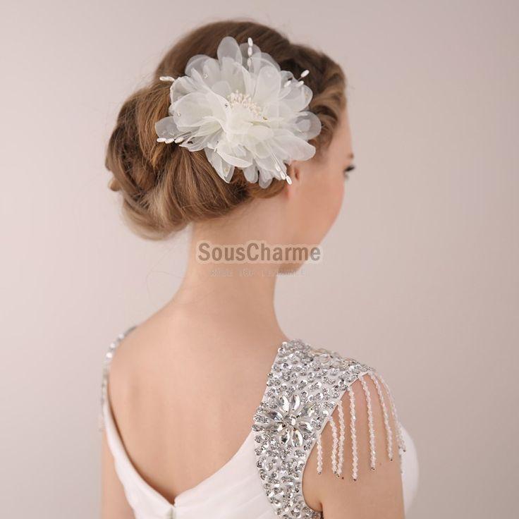 Coiffure mariage chignon mariage floral accessoire cheveux aux perles simili en soie blanche