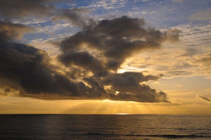 L'orizzonte magico: il sole incontra il mare
