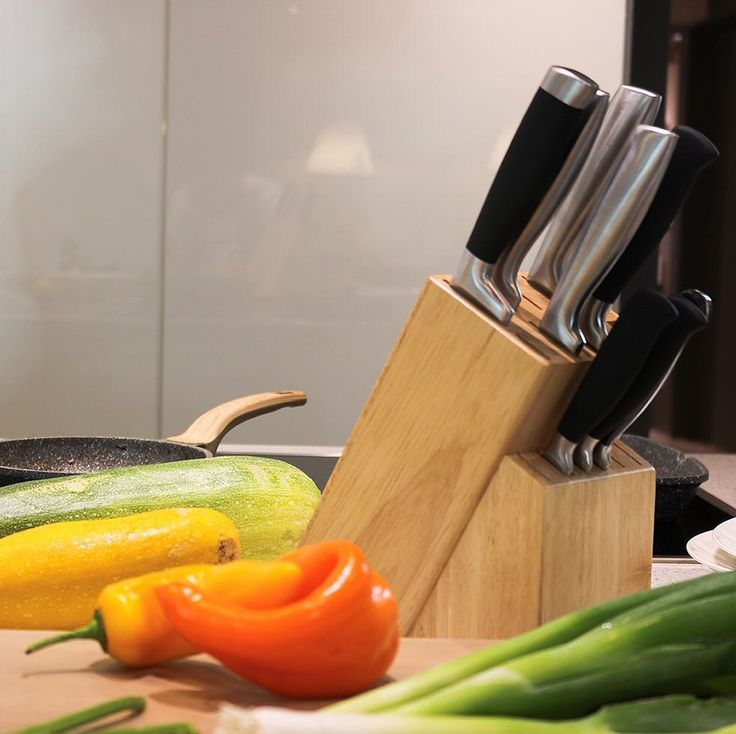 Soon available on Amazon US our Coninx Knife Block RAF. Keep your knives together with this beautiful knife holder! http://amzn.to/2wFW6lT #knifeholder #kitchenaccessories #kitchen #kitchendetails #kitchendesign #kitchentools #amazon #coninx #knifeblock #instafollow #likeforlike #follow #knifestorage #knife #kitchenknives #design #bamboo #wood #keuken #keukenaccessoires #keukendetails #keukendesign #messenhouder #messenblok #messen #keukenmes #kitchenknife