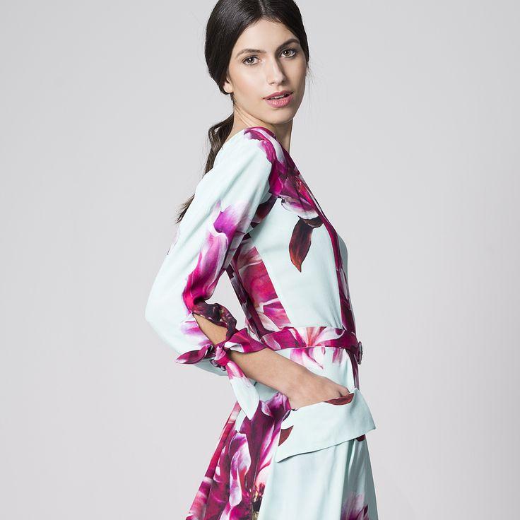NUBBE CLOTHES S/S 17 | ESTAMPADO MAXIFLORAL  Dale un toque de frescura a tus looks veraniegos con un estampado floral. Fe es un #vestido #crep de #estampado #maxifloral, de corte #midi con vuelo y #mangafrancesa.   http://nubbeclothes.com/shop/vestidos-y-monos/vestido-fe/ Imagen: Vestido Fe. Colección Nubbe Clothes #SS17 #moda #fashion #madeinspain #modagallega