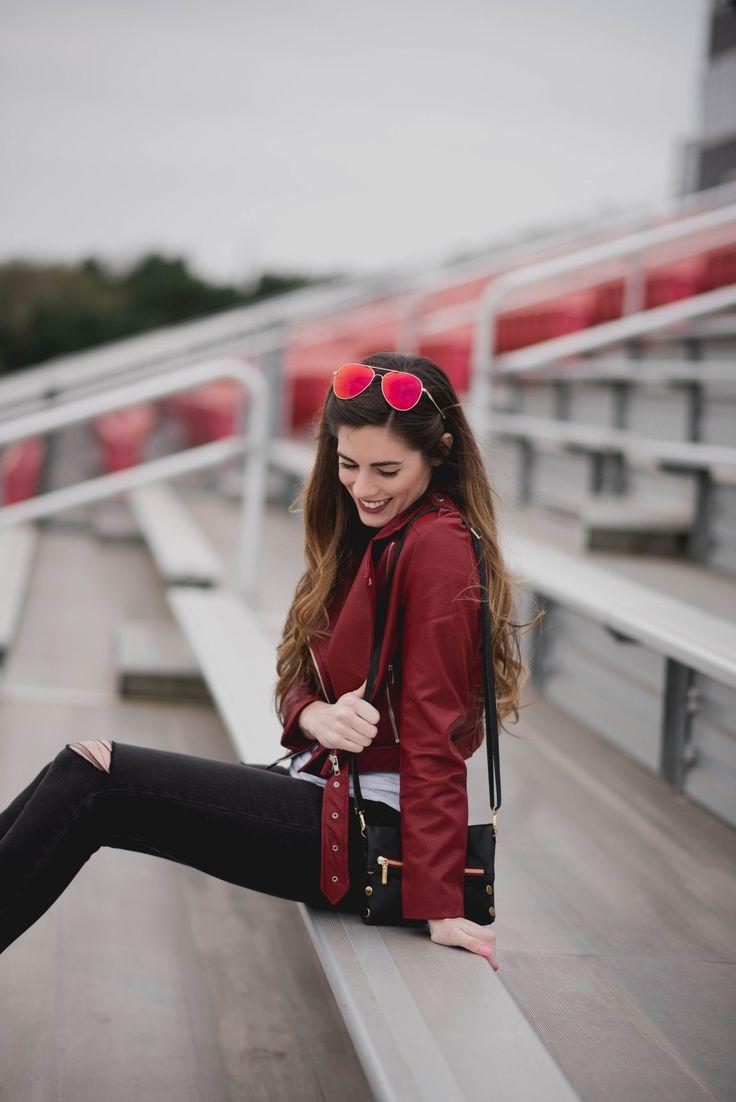 Atlanta Falcons Super Bowl de fútbol gamed traje de chaqueta de cuero Nordstrom vaqueros rotos y cuñas |  Por, Hilary Rose |  estilo de juego día