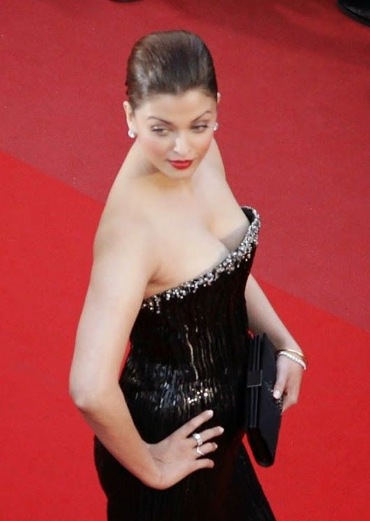 Aishwarya Rai hot photoshoot at cannes