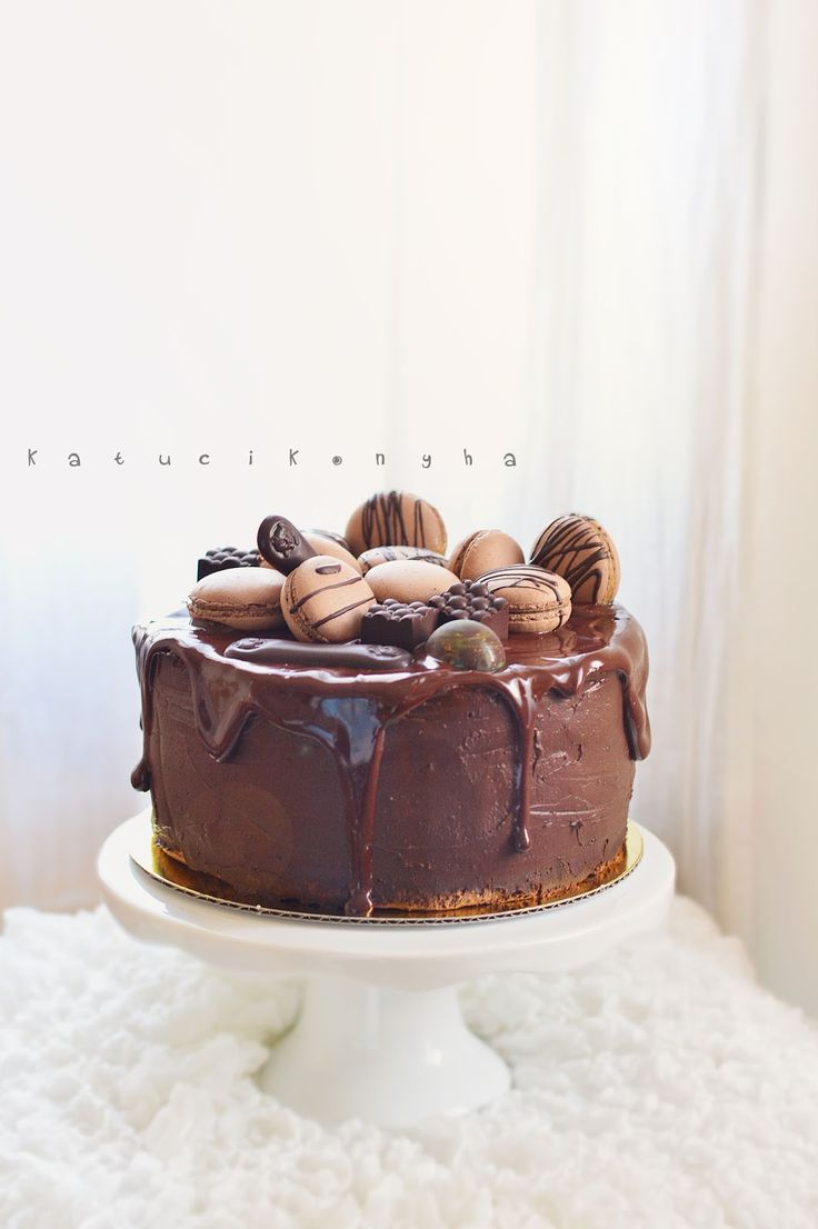 Mostanában elég sokszor pötyögtem be az alap csokitorta receptemet, így ideje volt már, hogy felkerüljön a blogra rendesen. Amúgy már több f...