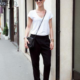 ゆるテーパードパンツで着こなしのこなれ度アップ【ファッションSNAP ミラノ・パリ編】Marisol ONLINE|女っぷり上々!40代をもっとキレイに。