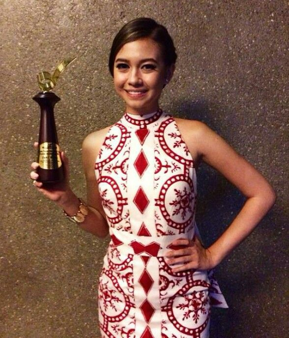 Yuki Kato memenangkan Pemeran Utama wanita terpuji kategori FTV dalam Festival Film Bandung 2014