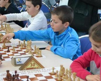 Dix-neuf écoles à l'assaut des échiquiers - 23/01/2015 - La Nouvelle République Indre-et-Loire