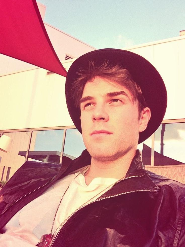 (Nathaniel Buzolic) TVD and originals fans here in São Paulo I will be at Hotel Pestana Rua Tutoia today, come say Hii