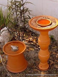 Please help your local wildlife during extreme summer heat - water is critical! Set up a *very* inexpensive bird bath: super-easy & fast to put together! #DIY #bird #wildlife