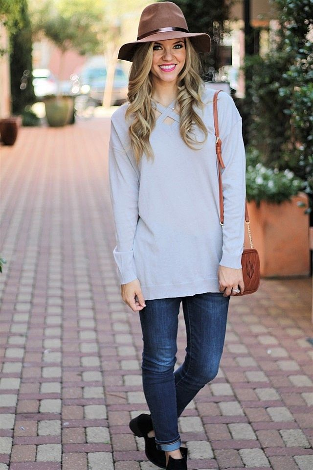 Top: Sideline Sass Boutique // Jeans: J.Crew Factory // Hat: Target // Purse: Marley Lilly / Fall Fashion 2017