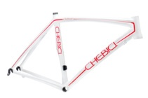 One could just order one of these frames to hang on the wall but that isn't the case. All of the bikes are very functional and VERY competetive roadbikes.  #Roadbike  #Chebici