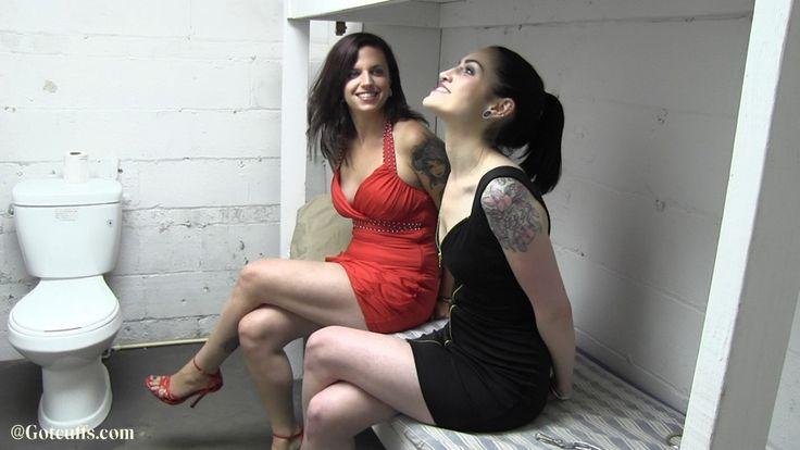 Girls mooning pussy galleries