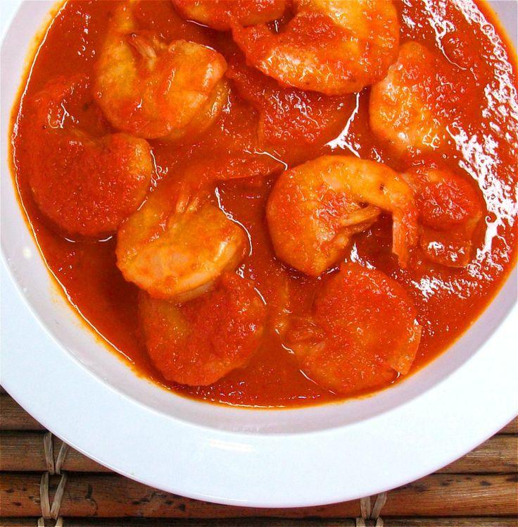 """Camarones a la diabla: ricos y picosos camaroncitos que se elaboran con tomate rojo, cebolla, ajo y tres variedades de chiles. // Shrimp in """"devil"""" sauce: tomatoes, onion, garlic, and 3 kinds of chiles."""