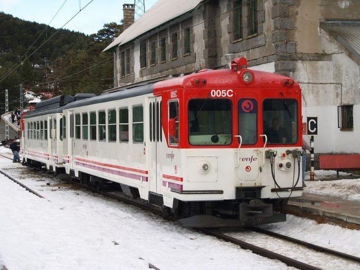 Una línea de ancho métrico explotada por Renfe es la que une Cercedilla y Cotos, los trenes de la serie 442 realizan un servicio de alta montaña.