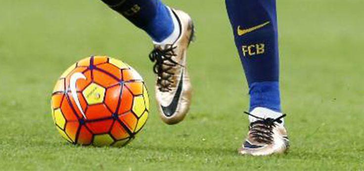 Geoffrey Kondogbia Fußballschuhe - Inter Mittelfeldspieler Geoffrey Kondogbia (23) trägt Nike Hypervenom Phinish Fußballschuhe in 2015-2016.