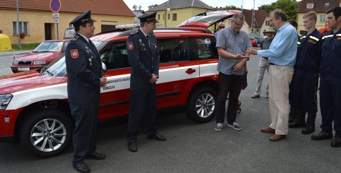 Dobrovolní hasiči dostali nový velitelský vůz