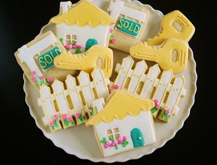 Adorable New Home cookies from @bakeat350tweets