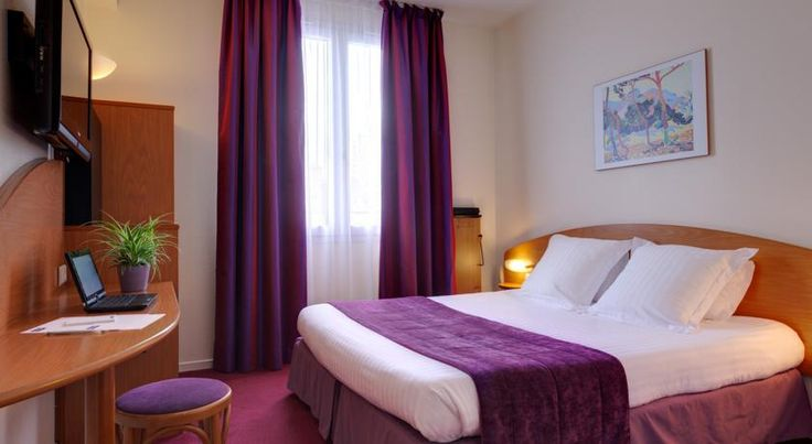 Hôtel Kyriad Rennes Rennes The Hôtel Kyriad Rennes is situated in central Rennes, opposite the SNCF train station. Serviced by a lift, it offers air-conditioned and soundproofed rooms with free Wi-Fi internet access.