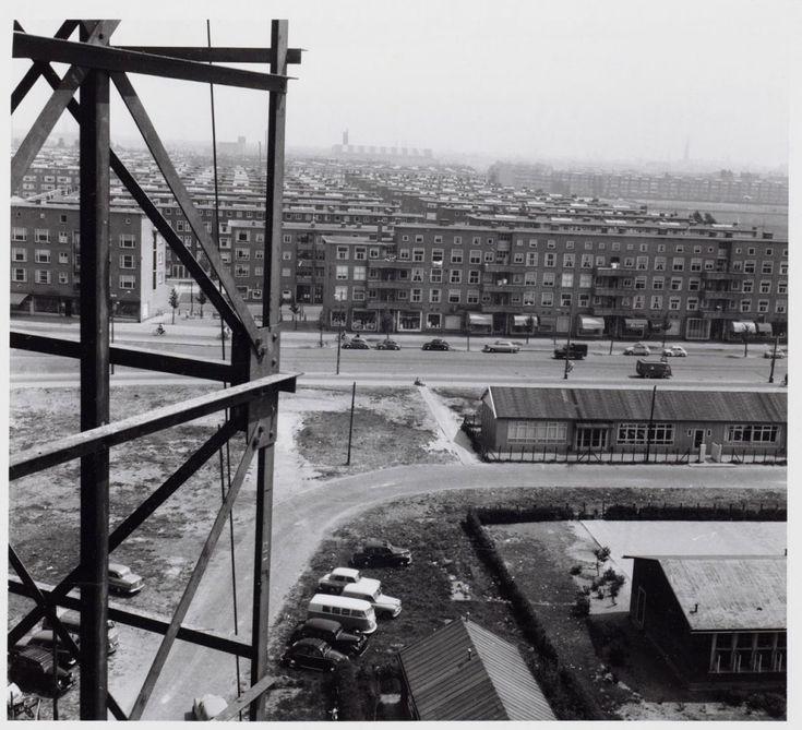 Noodgebouw Bos en Lommerschool. Ongeveer in 1962 is er een nieuwe school gebouwd  in de Baas Gansendonckstraat/Ernest Staesstraat