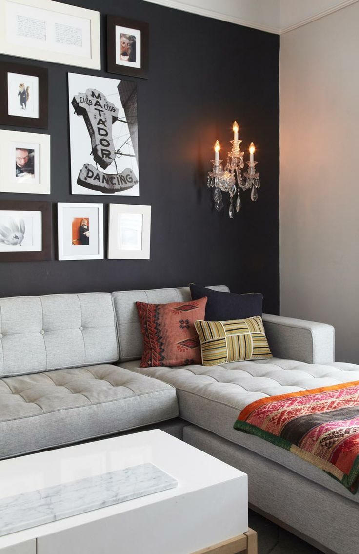 Black Wall Living Room: Black Statement Wall In Living Room. Image: Kristin