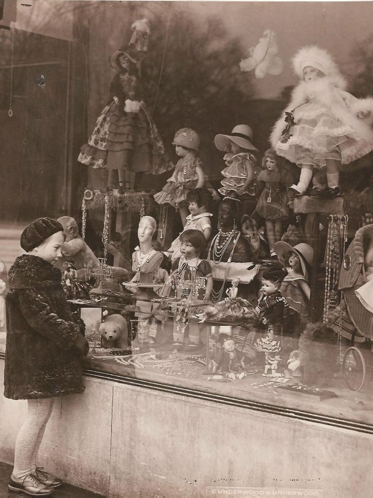 doll mixture:  Store window of a doll shop, 1920s
