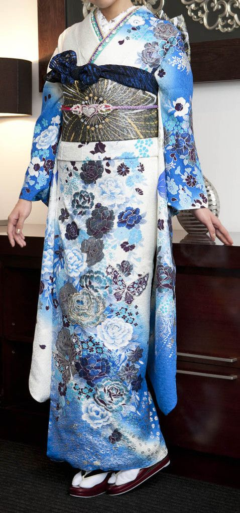 Ice-Blue Roses Furisode.