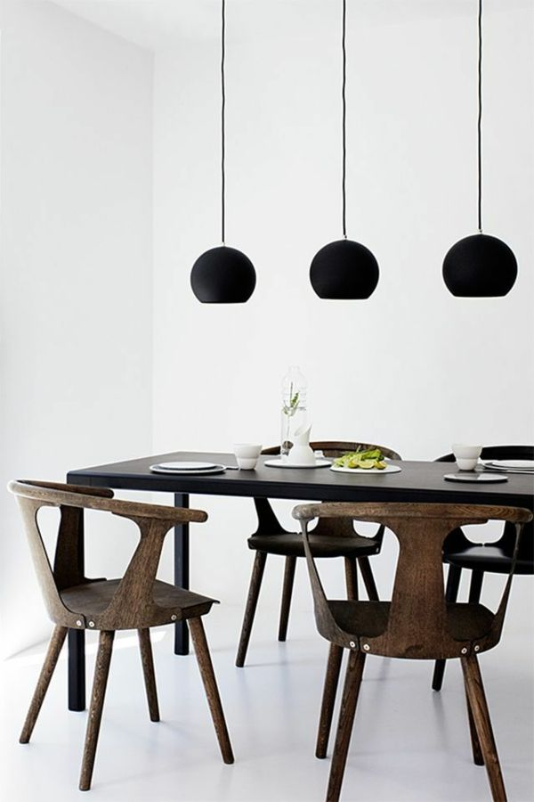 pendelleuchten esszimmer skandinavische möbel holz esszimmertisch mit stühlen