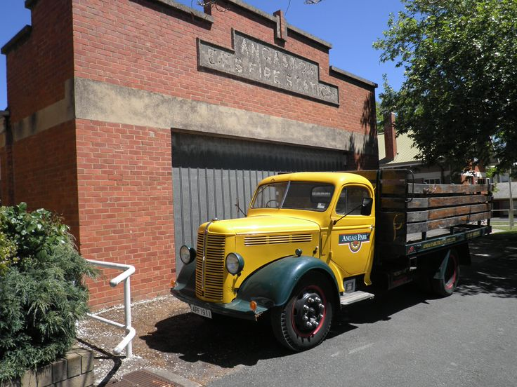 Outside the Angas Park shop, Angaston, Barossa Valley, South Australia. Since Angas Park was established in 1911, it has grown into one of the most successful dried fruit companies in Australia, pre-eminent in product quality, variety and presentation.