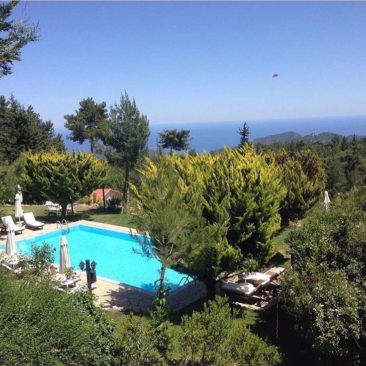 Olimpos'un Esintili Dağlarında Dağ Evi'nde kalmaya ne dersiniz? Beycik Dağındaki Olympos Mountain Lodge'u kesinlikle öneririm.  www.kucukoteller.com.tr/olympos-mountain-lodge  Olympos Mountain Lodge Hotel Beycik Dağı / Kemer Antalya ☎️ 0242-8161246 5 Oda/Rooms  Ort Fiyat/Av. Rates: 350₺ ❤️Konsept: Balayi - Gizlilik ➕Dağ Evi Ücretsiz Otopark