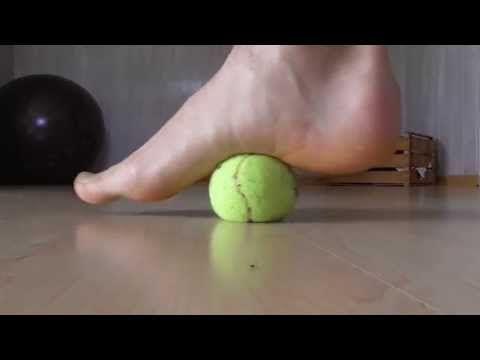 Fersensporn // Übungen mit der Faszien-Rolle gegen Schmerzen in der Ferse / Faszientraining - YouTube
