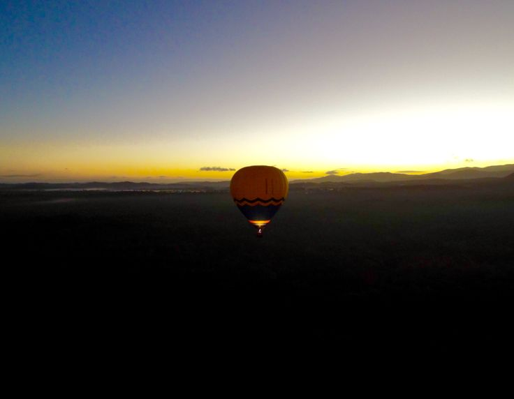 Early morning hot air balloon ride watching the sunrise over the #AthertonTablelands Read my top 10 places to explore in this gorgeous region of Australia!! #Australia #Queensland #Rainforest #HotAirBalloon #scenic #view #sunrise #mountains #travel #travelblog