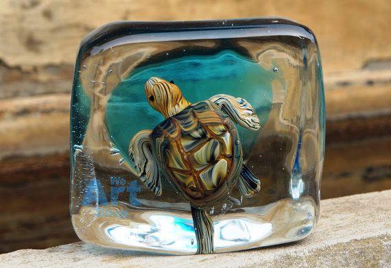 Schildpad beeldhouwkunst in blauwe glazen kubus, Murano glas schildpad Tank, Sea Life Aquarium, oceaan leven designobject, middelpunt van de Italiaanse kunst glas