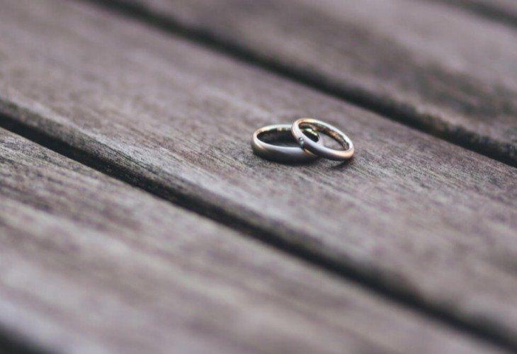 Med minimum 1000 ting å tenke på, er det desto viktigere å holde tunga rett i munnen når det gjelder formalitetene rundt ekteskapet. Har man ikke papirene i ord...