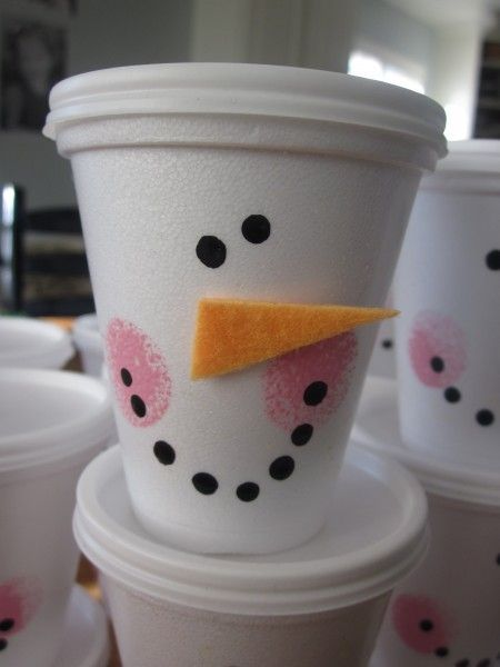 Snowman Cups - perfect for sending little treats to school class rooms, or any Christmas party favors. #food #recipes