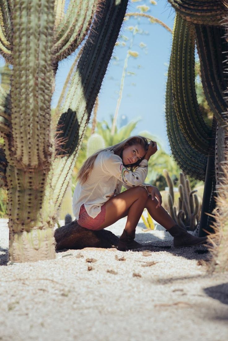 Magnifique Blouse Malibu portée par @goicoechea22 ! ☀ Disponible on www.ninakaufmann.com/fr/blouse-malibu.html?search_query=blouse+malibu&results=1 #desert #blouse #Malibu #ete #boho #gypsy #ninakaufmannofficial #fashion