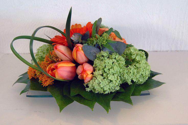 Centro de mesa en color naranja y verde #moonflowerartefloral #floresnaranjas #flores