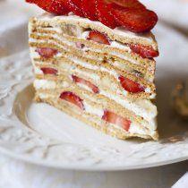Este delicioso postre es fácil de hacer ya que no necesitas de un horno puedes hacerlo con un pastel comprado.