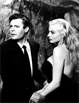 La Dolce Vita, 1960 Marcello Mastroianni e Anita Ekberg, regia di Federico Fellini ©Everett Collection