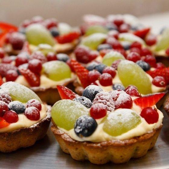 Миндальные корзиночки с заварным фруктовым кремом